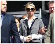 Motivi di salute, Paris Hilton fuori di galera