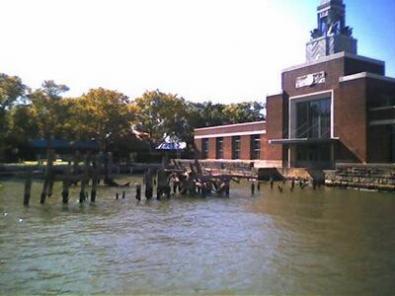 Protagonisti di telefilm si uniscono per salvare Ellis Island