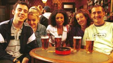 Birra e patatine, la versione UK di Friends su Sky Show