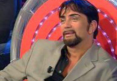 Isola dei Famosi, Ivan Cattaneo recordman dei reality show: dopo due notti si ritira