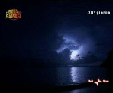 Emergenza maltempo sull'Isola dei Famosi: i naufraghi minacciano di ritirarsi in blocco