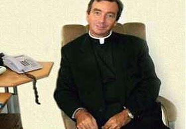 """Exit e la Chiesa gay: ritratta il prete sospeso dal Vaticano, """"ospite"""" di Ilaria d'Amico"""