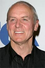 Alan Dale annuncia la sua dipartita da Ugly Betty