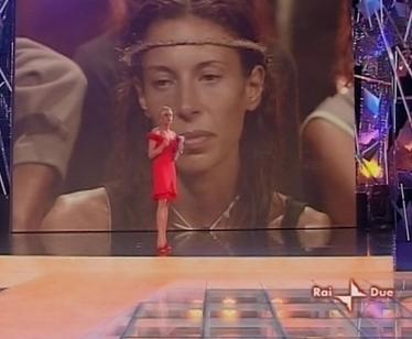 Simona rimbrotta Karen durante la diretta