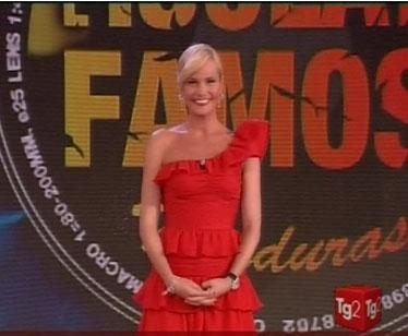 L'abito rosso di Simona Ventura nella decima puntata dell'Isola dei Famosi