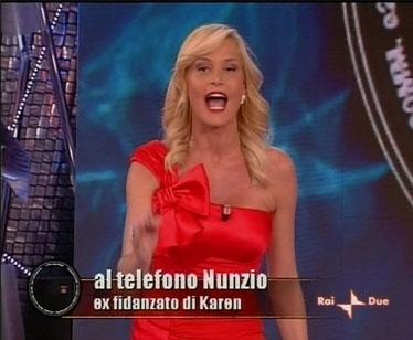 Simona Ventura al telefono con l'ex fidanzato di Karen