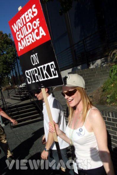 Marg Helgenberger parla dello sciopero degli sceneggiatori