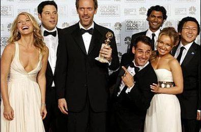La NBC potrebbe rimandare i Globes, e intanto George Clooney diventa il re della protesta