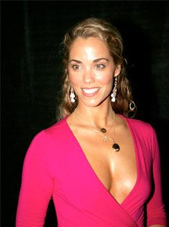 """Elizabeth Berkley """"cattiva ragazza"""" in CSI Miami"""
