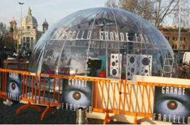 L'igloo di Grande Fratello 8 a Ponte Milvio