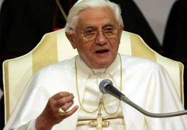 "Papa Ratzinger invita i media all""infoetica"""