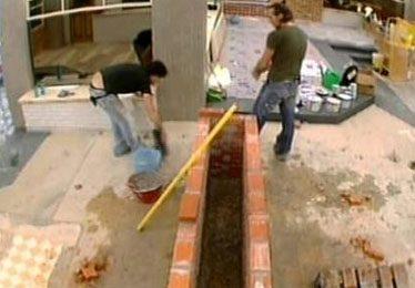 Grande Fratello 8, si ristruttura il condominio dopo la tempesta di lunedì