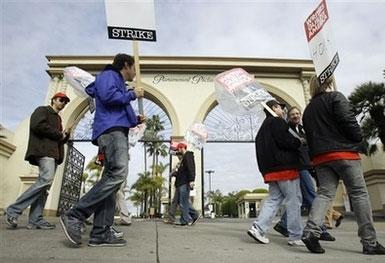 La WGA dice che lo sciopero continua, per ora
