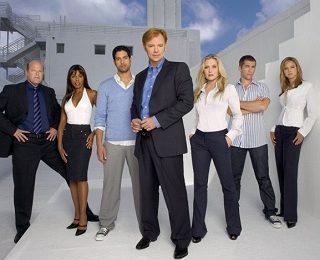 Il cast e la crew di CSI Miami tornano al lavoro