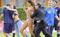 Lucignolo invade il ritiro della nazionale con uno streaptease