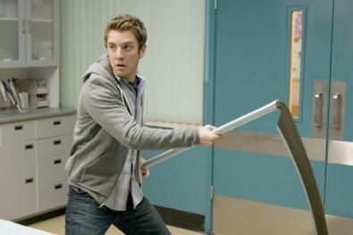 """Bret Harrison: """"Salva Reaper, spedisci un paio di calze alla CW!"""""""