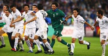 la festa dell'Italia dopo la vittoria contro la Francia