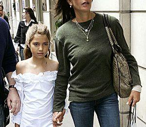 Teri Hatcher in vacanza solidale in Tanzania con la figlia Emerson Rose