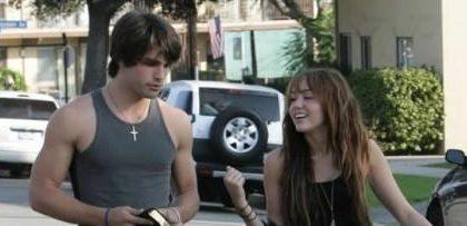 Miley Cyrus, si chiama Justin il modello fidanzatino