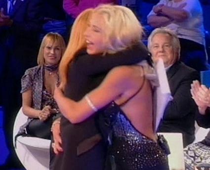 L'abbraccio tra Simona e Valeria
