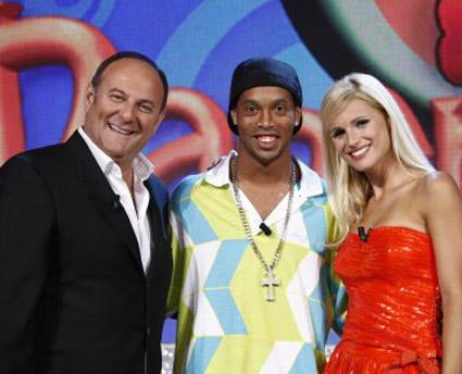 Torna Paperissima con Scotti, Hunziker e Ronaldinho