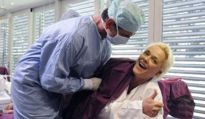 Brigitte Nielsen in Celebrity Makeover su Sky Vivo