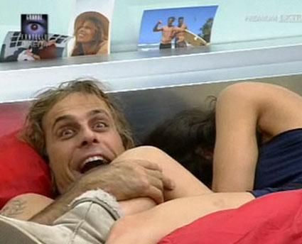 Vittorio reagisce al topless di Cristina Del Basso