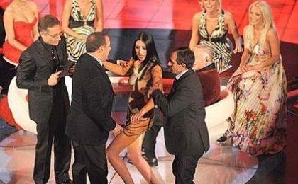 Sanremo pazzo: tra playmate e pornostar vince Arisa. Fuori Dolcenera e Gemelli Diversi