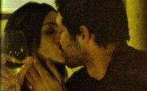 Manuela Arcuri bacia Matteo Guerra