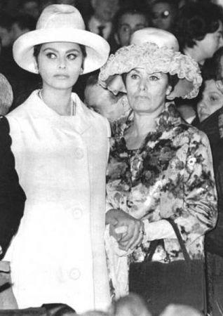 Sophia Loren in Una Casa piena di Specchi per RaiFiction