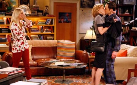 The Big Bang Theory, il bacio di Beverly (Christine Baranski) con Sheldon (Jim Parsons)