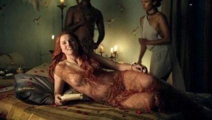 Spartacus, svolta sensuale per Lucy Lawless, ex Xena
