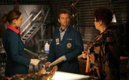 Bones, gli spoiler di Hart Hanson ed Emily Deschanel per quinta e sesta stagione