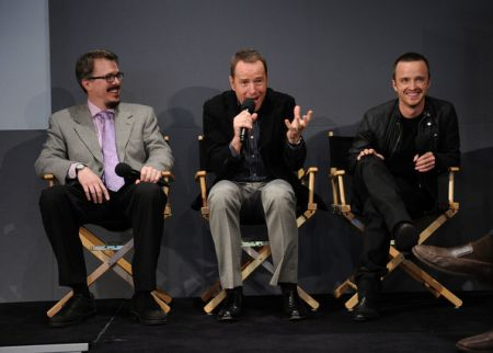 """Breaking Bad, Bryan Cranston sa come finisce; Vince Gilligan """"perplesso"""" per gli Emmy"""