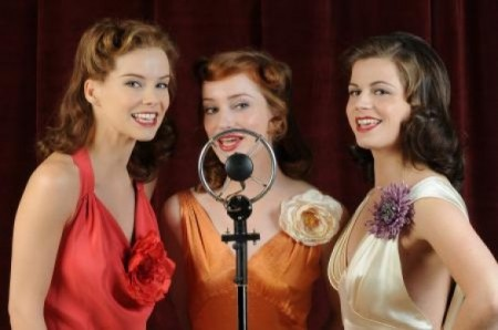 Programmi Tv stasera, oggi 27 settembre 2010: Le ragazze dello swing, Distretto di Polizia, L'Infedele