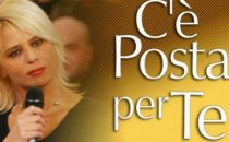 Cè posta per te, anticipazioni seconda puntata: Charlize Theron tra gli ospiti