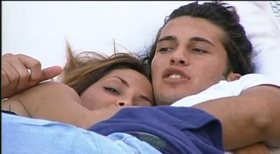 Grande Fratello 11, un bacio segreto fra Pietro e Guendalina