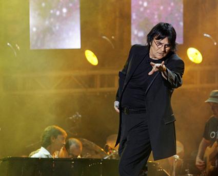 Ascolti tv 18 dicembre 2010, Renato Zero batte tutti