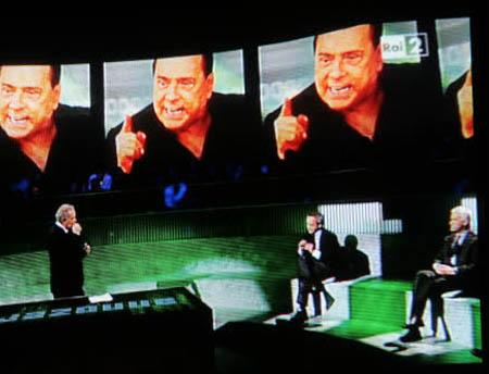 Annozero, Berlusconi furioso: bloccati i fans del PdL e l'on. Sisto