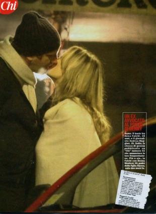 Anna Falchi flirta con Andrea Ruggieri, nipote di Vespa