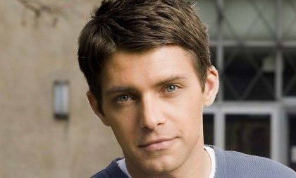 ABC: Ryan Devlin torna in Cougar Town, addii e arrivi in Brothers and Sisters ed un nuovo pilot