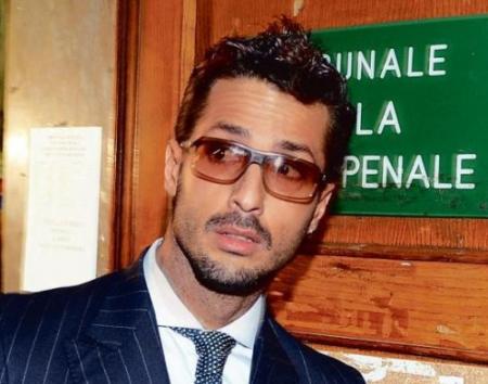 Fabrizio Corona irrompe a casa Scazzi, denunciato