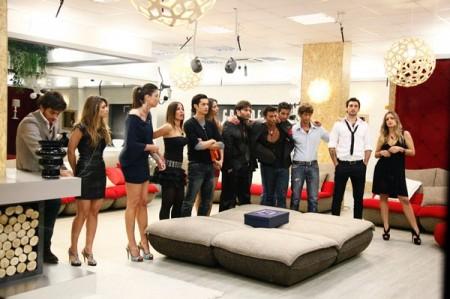 GF 11, live 19ma puntata: torna Giordana Sali, entra Rajae Bezzaz. Fuori Roberto