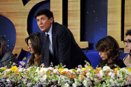 """Sanremo 2011 attaccato da Avvenire: """"Meglio chiuderlo, eutanasia accettabile"""""""