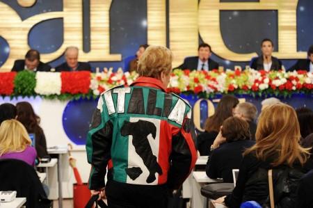 Sanremo 2011, Question Time 17/2/2011: bacio sincero Belen-Canalis, Belen in playback