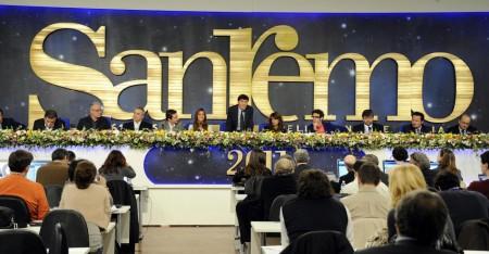 """Sanremo 2011, Rai multata per televoto scorretto. Codacons: """"Bloccate tutto""""."""