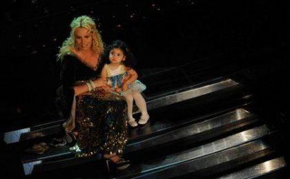 Sanremo 2011, prima serata in diretta web: in attesa di Belen e Canalis Ti Sputtanerò di Luca e Paolo