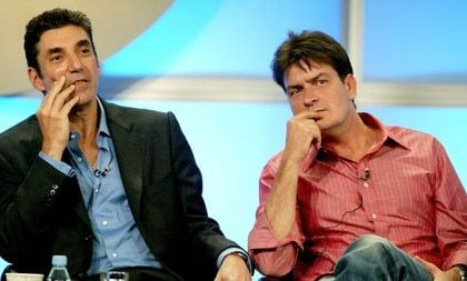 Charlie Sheen offende Chuck Lorre, stop (per sempre?) a Two and a Half Men