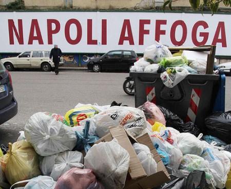 Current tv, reportage sull'emergenza rifiuti a Napoli
