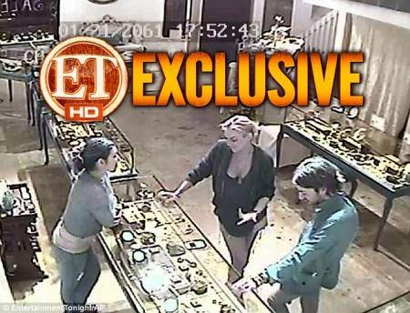 Lindsay Lohan, il video che potrebbe incastrarla per il furto della collana